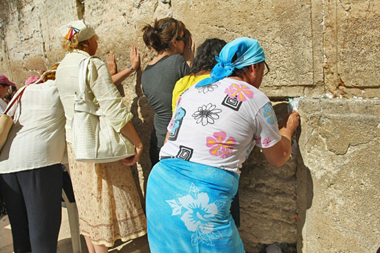 Women at the crying wall